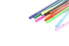 Penas mágicas coloridas no fundo branco, espaço da cópia Fotografia de Stock Royalty Free