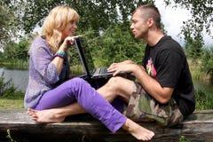 Penchant d'amoureux, de nature et d'ordinateur Image libre de droits