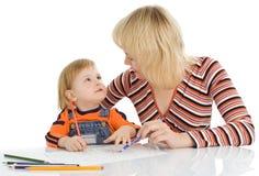 Penci grazioso di colore di tiraggio della madre e del bambino fotografie stock libere da diritti