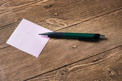 Pencil placed on post-it Royalty Free Stock Photos