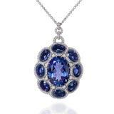 Pendant d'or blanc avec les saphirs bleus et les diamants blancs Image libre de droits