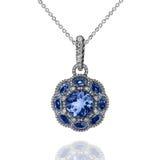 Pendant d'or blanc avec les saphirs bleus et les diamants blancs Photographie stock