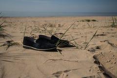 Pendant l'été je marche nu-pieds photo libre de droits