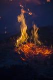 Pendant la nuit du feu Images libres de droits