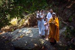 Pendant le sacrement chrétien de la naissance spirituelle - baptême photographie stock libre de droits