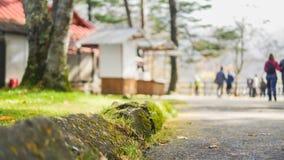 Pendant le voyage à Ryuze tombe à Nikko que c'est aussi décorée fin à la nature que la plupart des touristes pensent cela marchan image stock