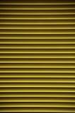 Pendenza o strisce gialle orizzontali per gli ambiti di provenienza Immagine Stock