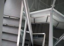 Pendiente abajo de las escaleras, en el estilo del minimalismo imagen de archivo libre de regalías