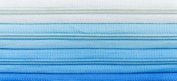 Pendiente del azul de la cremallera Imágenes de archivo libres de regalías