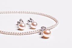 Pendiente y collar de la perla Imagen de archivo