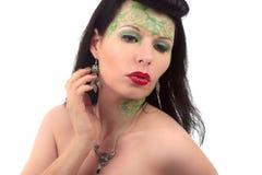 Pendiente y collar del art nouveau de la mujer atractivos Imagen de archivo