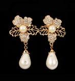 Pendientes de la perla Fotos de archivo