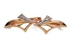 Pendientes de oro con los diamantes aislados Imagen de archivo libre de regalías
