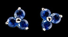 Pendientes de plata con los diamantes Imagenes de archivo