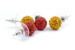 Pendientes, rojo y oro de las bolas Imágenes de archivo libres de regalías
