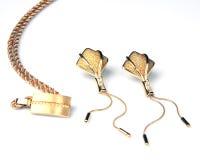 Pendientes y collar de oro Imágenes de archivo libres de regalías