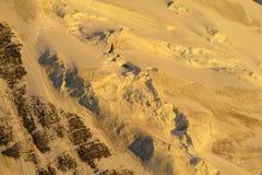 Pendii della neve delle montagne nelle alpi Fotografia Stock Libera da Diritti