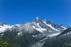 Pendii della neve delle montagne nelle alpi Immagine Stock Libera da Diritti