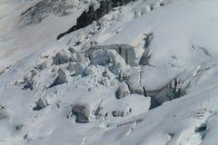 Pendii della neve delle montagne nelle alpi Fotografia Stock