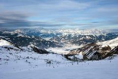 Pendii dello sci nella località di soggiorno di Kaprun Immagini Stock
