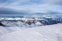 Pendii dello sci nella località di soggiorno di Kaprun Immagine Stock