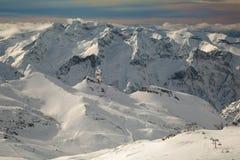 Pendii di corsa con gli sci, paesaggio alpino maestoso Immagine Stock Libera da Diritti