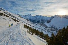 Pendii di corsa con gli sci, paesaggio alpino maestoso Immagine Stock