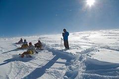 Pendii di corsa con gli sci in sole Fotografia Stock Libera da Diritti