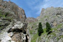 Pendii rocciosi della montagna Immagine Stock