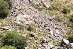 Pendii rocciosi nelle montagne Immagini Stock