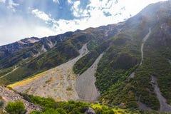 Pendii variopinti delle montagne nel cuoco National Park, isola del sud del supporto fotografia stock libera da diritti