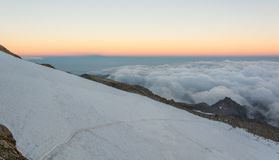 Pendio del ghiacciaio al tramonto Immagine Stock
