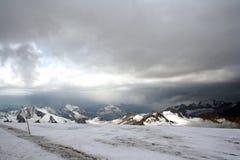 Pendio del ghiaccio di nonte Elbrus Immagini Stock