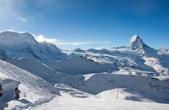 Pendio dello sci in alpi svizzere Fotografie Stock Libere da Diritti