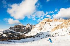 Pendio dello sci nella stazione sciistica di Val di Fassa, dolomia, Italia Fotografie Stock Libere da Diritti