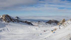 Pendio dello sci nelle alpi Fotografia Stock Libera da Diritti