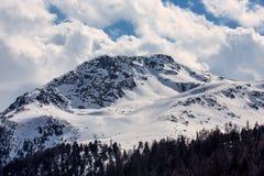 Pendio dello sci nelle alpi italiane Fotografie Stock Libere da Diritti