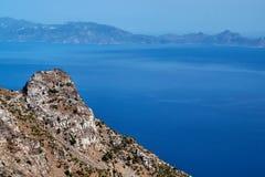Pendio di collina roccioso sull'isola fotografia stock