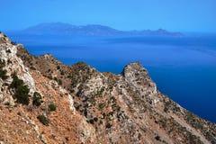 Pendio di collina roccioso sull'isola di Kos fotografia stock