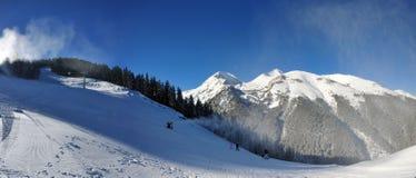 Pendio di montagna bianco (Bansko - Bulgaria) Immagine Stock