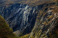 Pendio di montagna che va acutamente giù Fotografia Stock Libera da Diritti