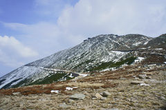Pendio di montagna innevato Fotografia Stock Libera da Diritti