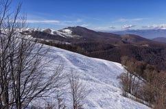 Pendio di Snowy nel centro dello sci di 3-5 Pigadia, Naoussa, Grecia Fotografie Stock Libere da Diritti
