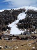 Pendio di Snowy nelle alpi italiane Fotografie Stock