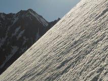 Pendio ripido della neve Fotografie Stock Libere da Diritti