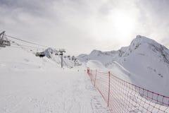 Pendio sulla località di soggiorno di corsa con gli sci, Fotografie Stock Libere da Diritti