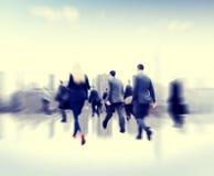 Pendlare för affärsfolk som går företags begrepp för rusningstid royaltyfria foton