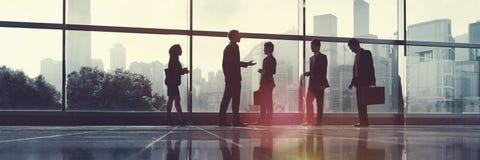 Pendlare för affärsfolk som går kontorsbegrepp royaltyfri bild