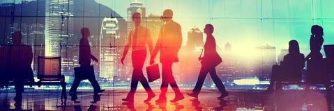 Pendlare för affärsfolk som går stadsScape det företags begreppet arkivbild