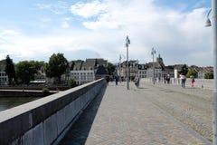 Pendlare som korsar bron Royaltyfri Foto